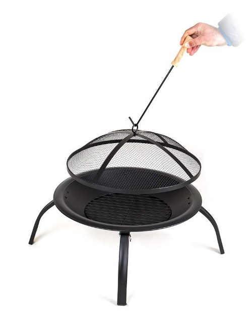 Bezpečné sundání krytu ohništěm pomocí háčku