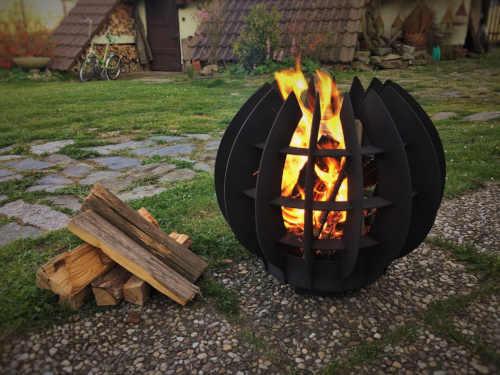 černé kovové ohniště fireball